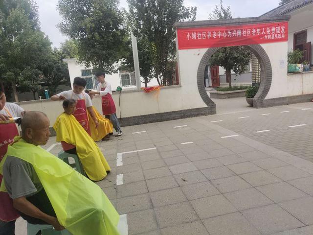 台前县民政局炎炎夏日为社区老人公益理发,大爱清凉一夏!